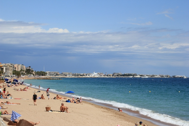 bay of cannes beach