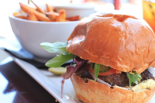 curious palate burger