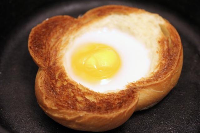brioche egg in the basket