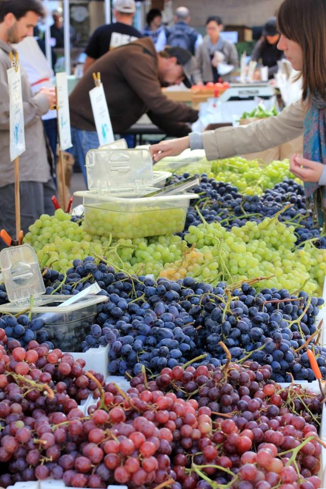 san francisco ferry building farmer's market grapes