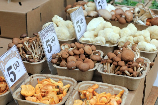 san francisco ferry building farmer's market mushrooms