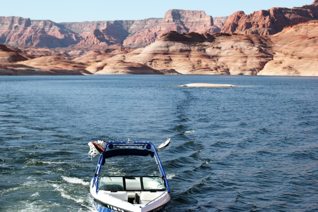 boat lake powell